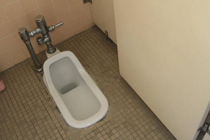 無慈悲な和式トイレ