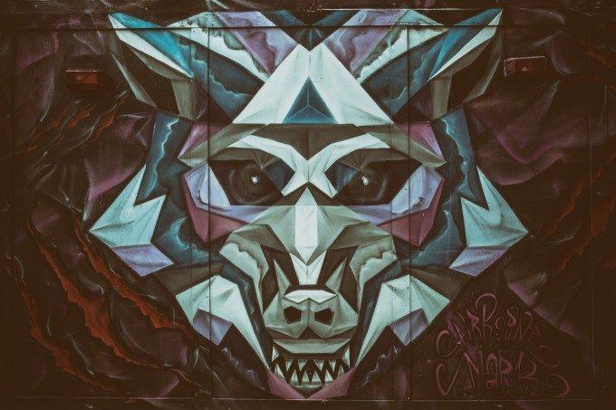 不気味な狼