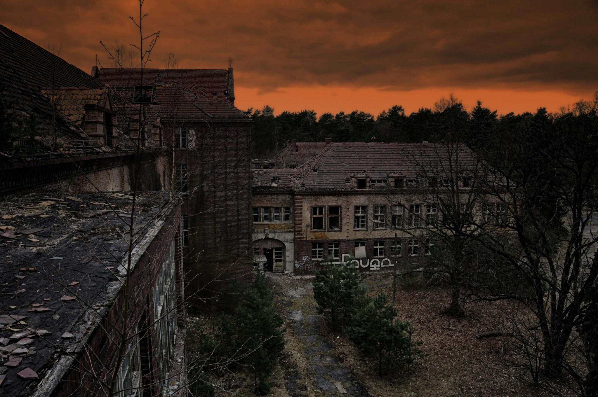 夕暮れの廃墟
