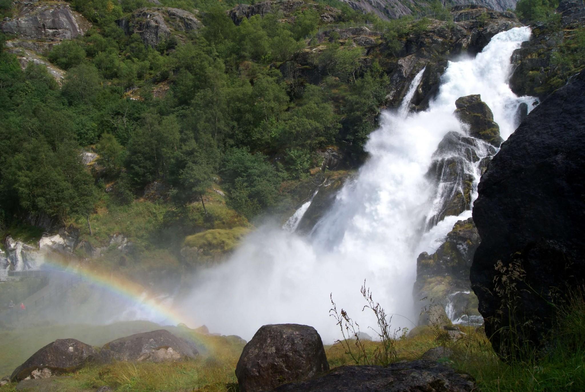 虹の架かった滝