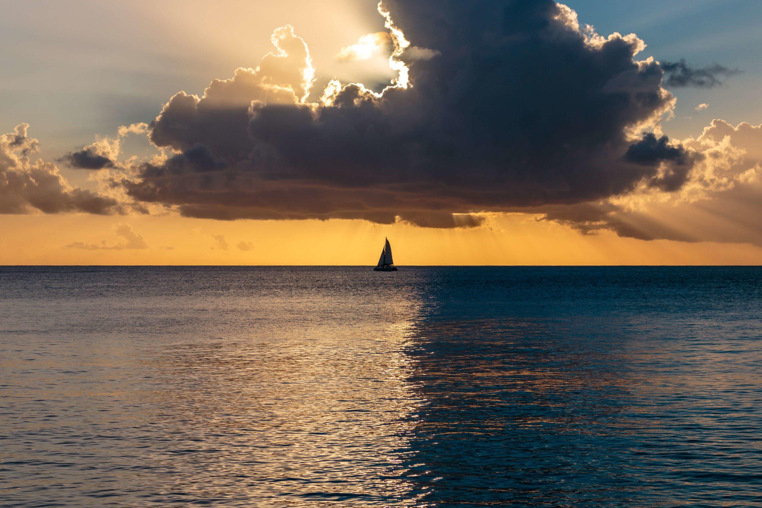 海に浮かぶ1艘の舟