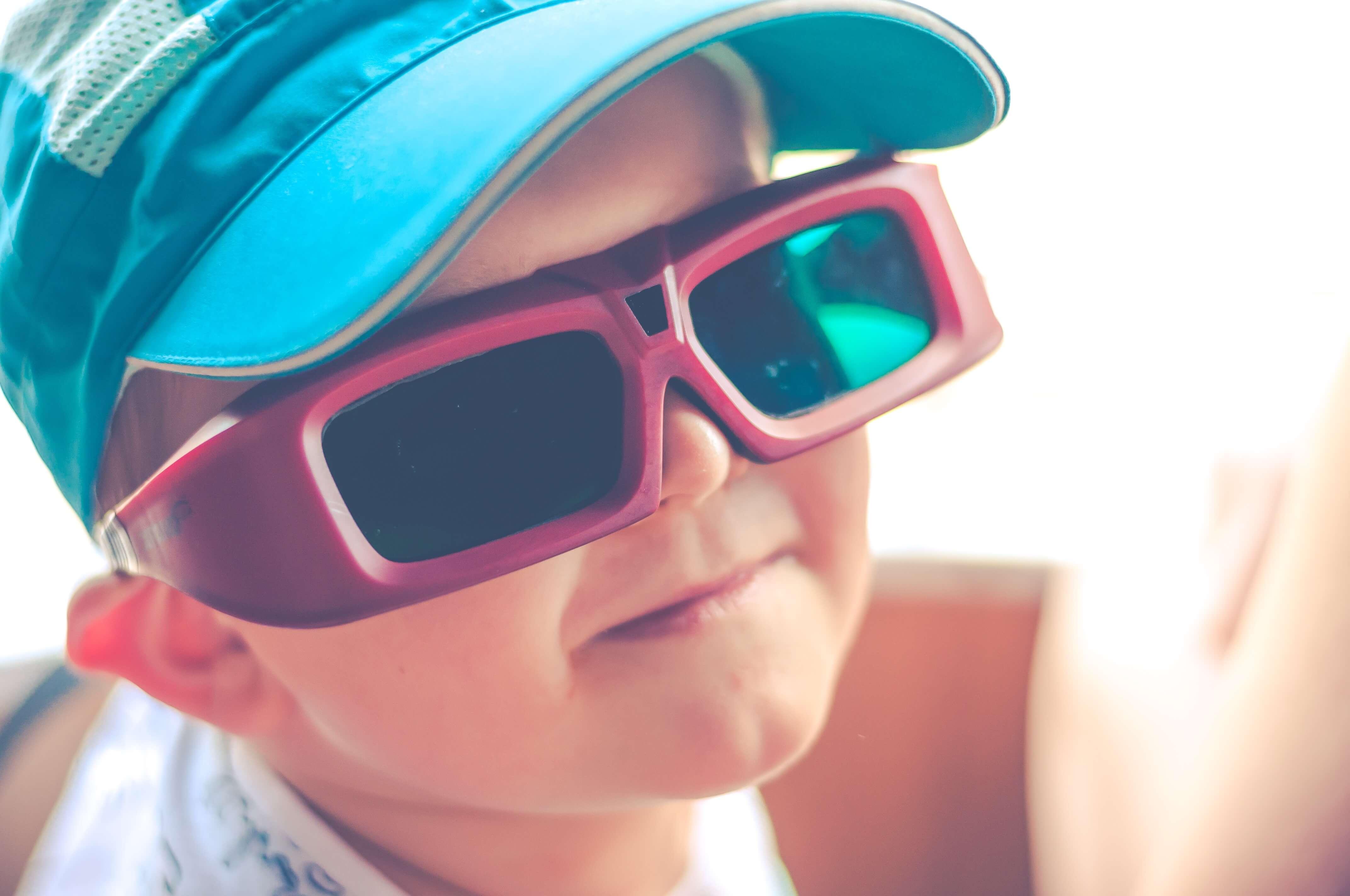 VR体験をしている男の子