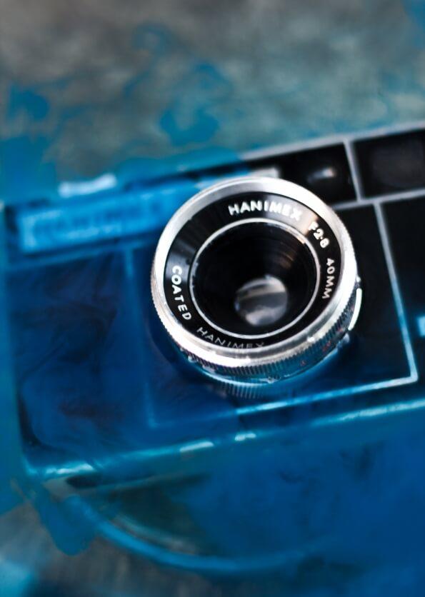 水に沈んだカメラ
