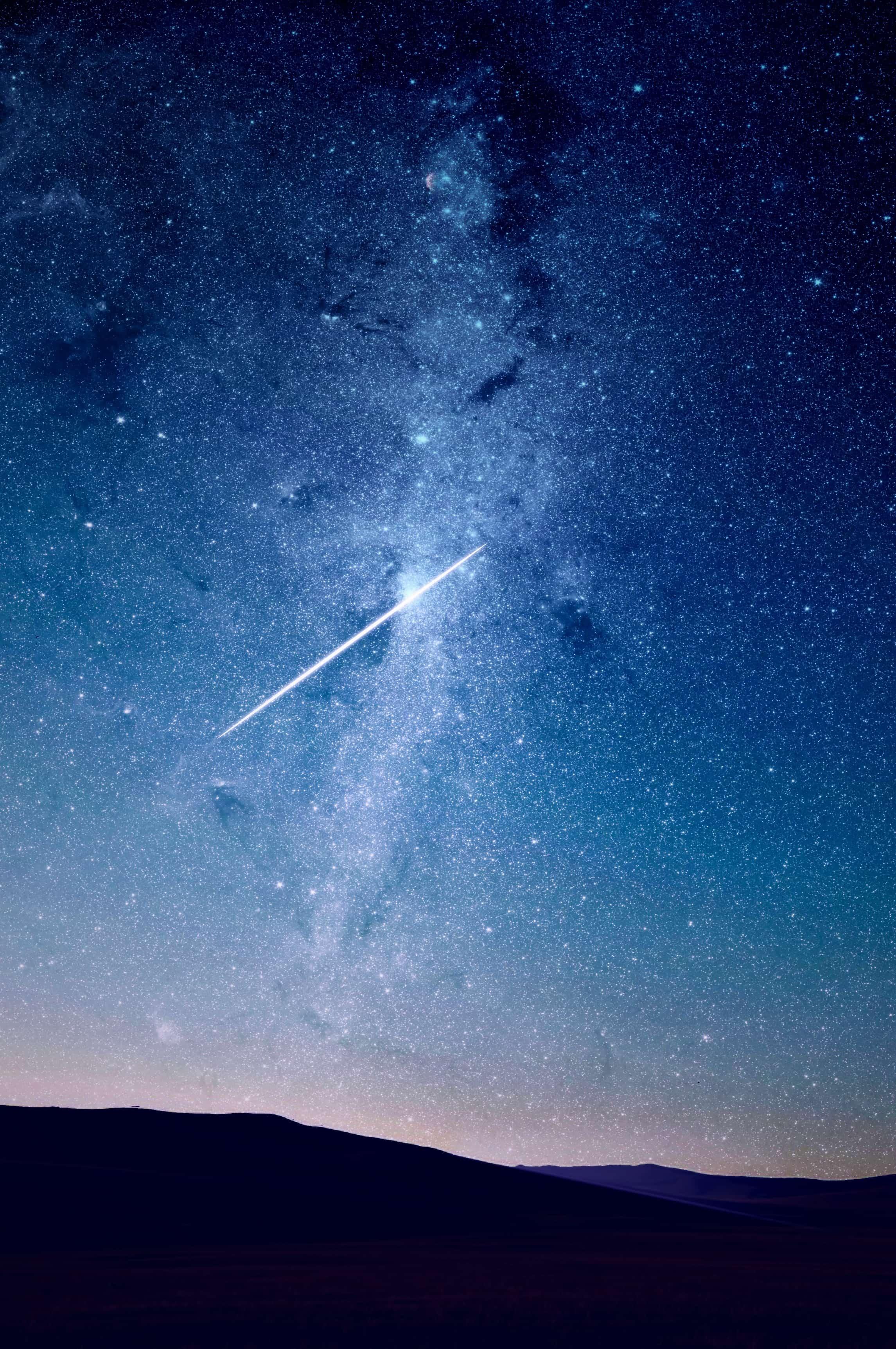 天の川を横切る流れ星