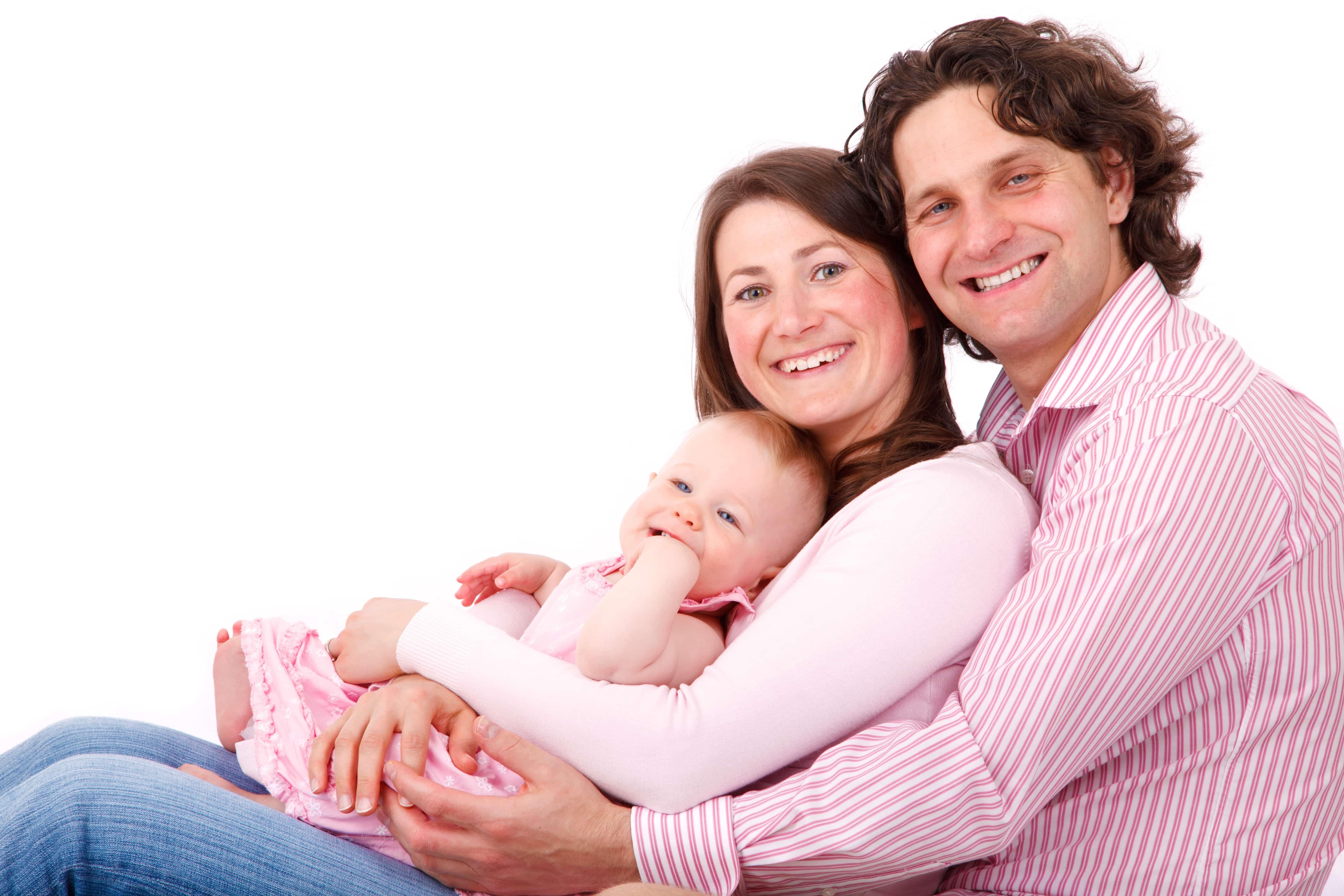 笑顔の両親、そして赤ちゃん