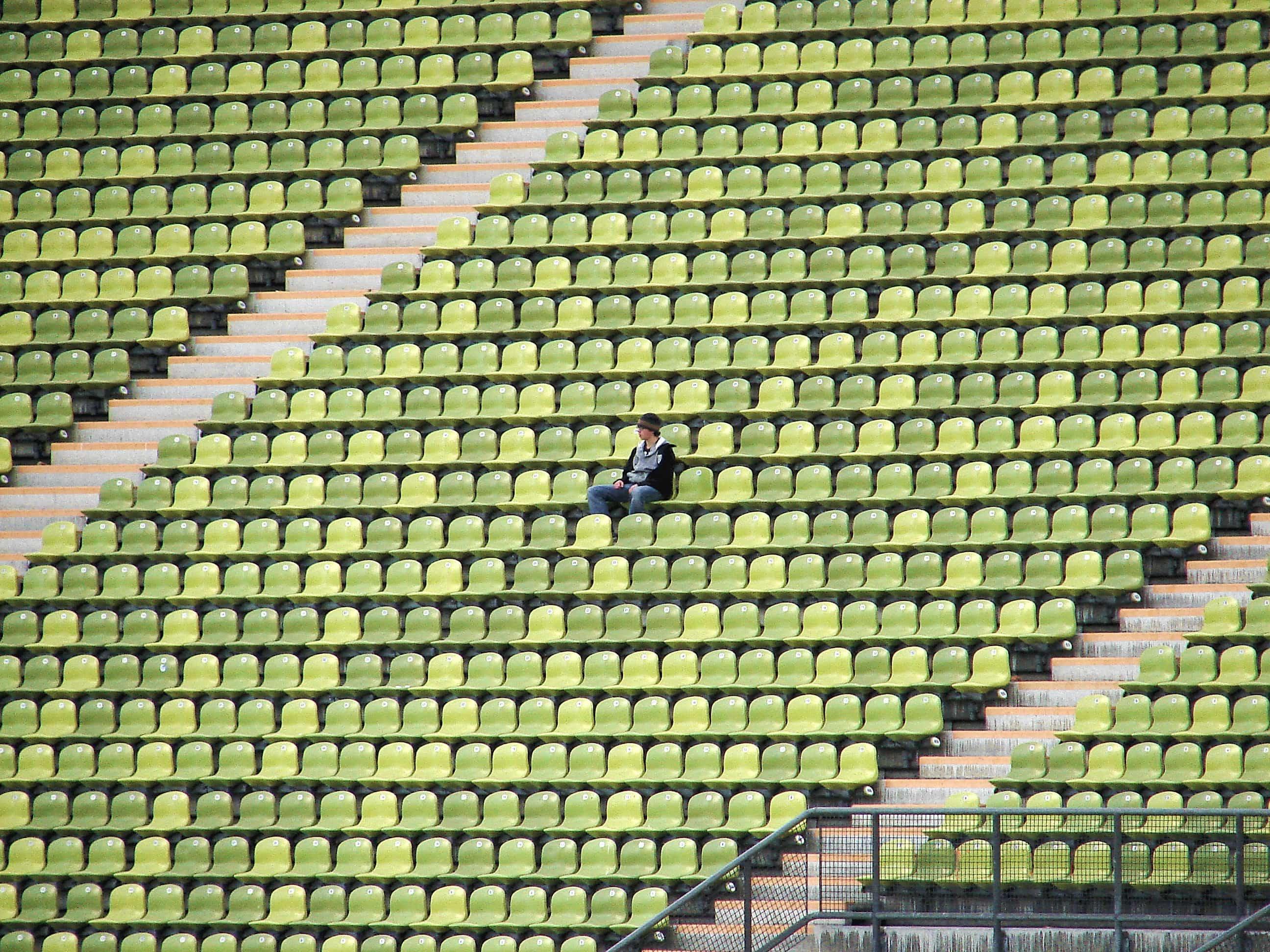スタジアムに独りぼっちの少年