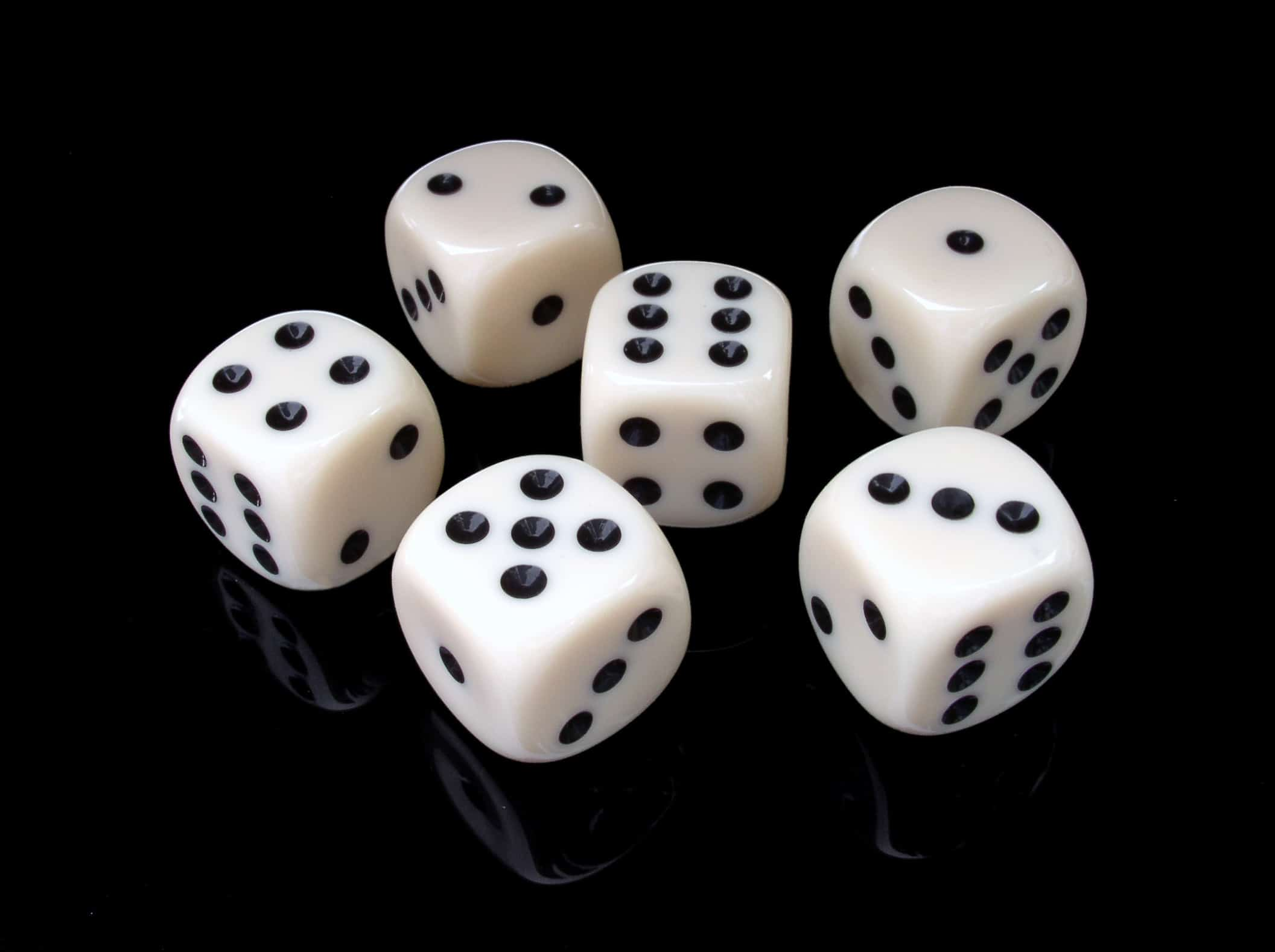 6つの白いサイコロ