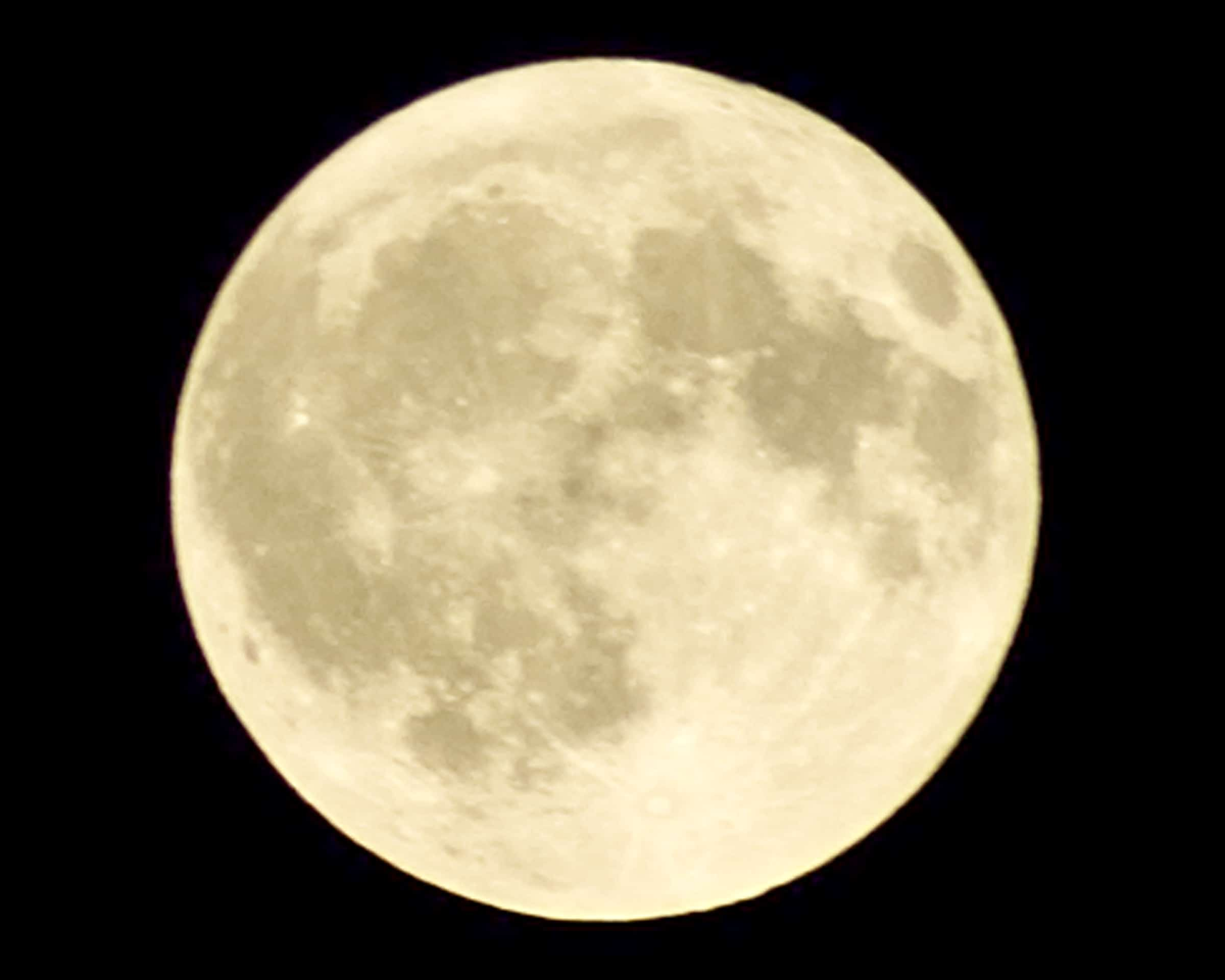 黄色の満月