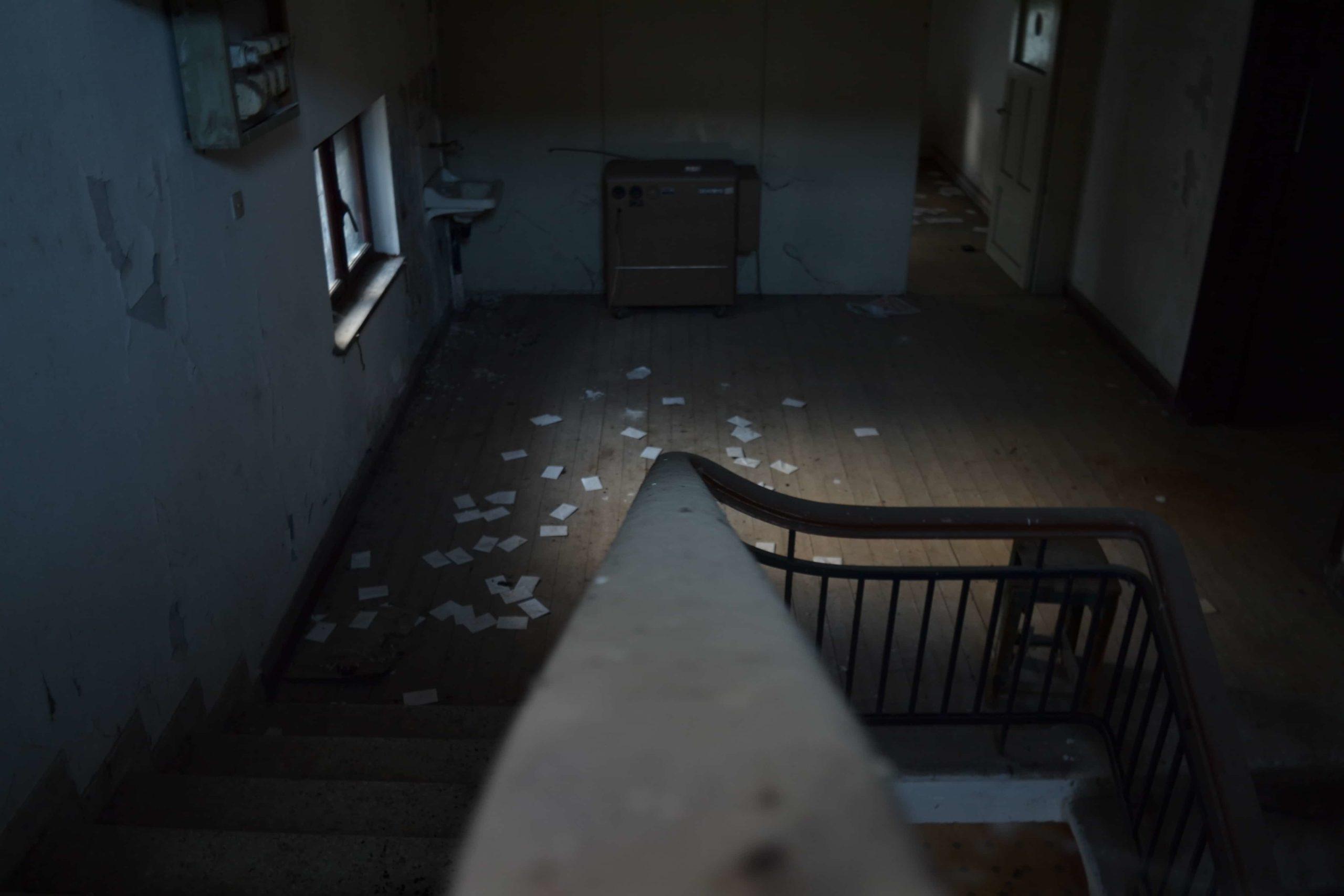 荒れ果てた誰もいない部屋