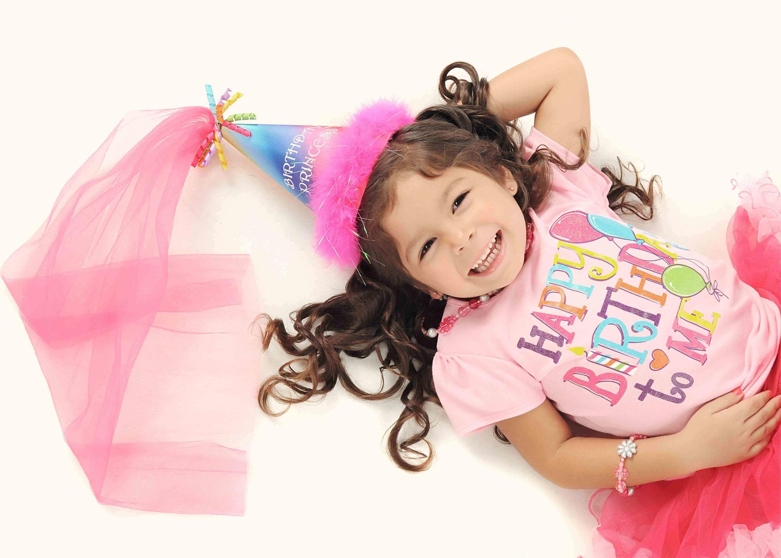 誕生日を楽しむ女の子