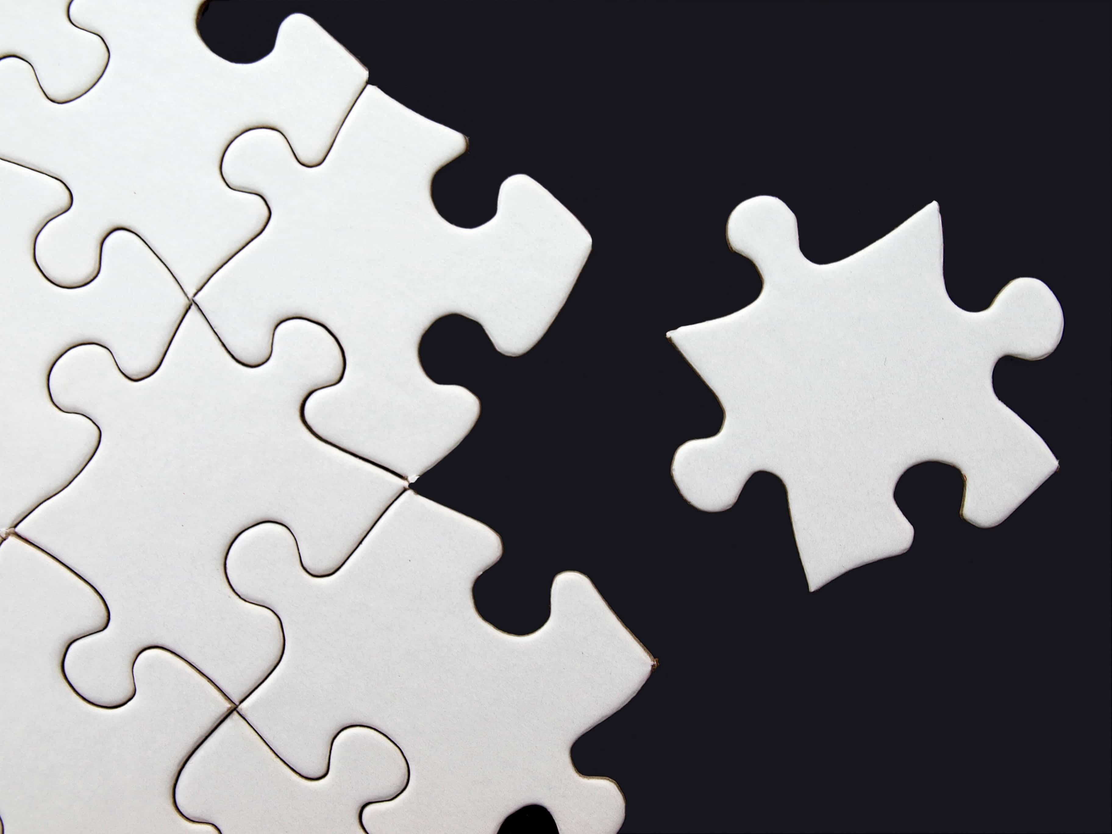 白いジグソーパズルのピース