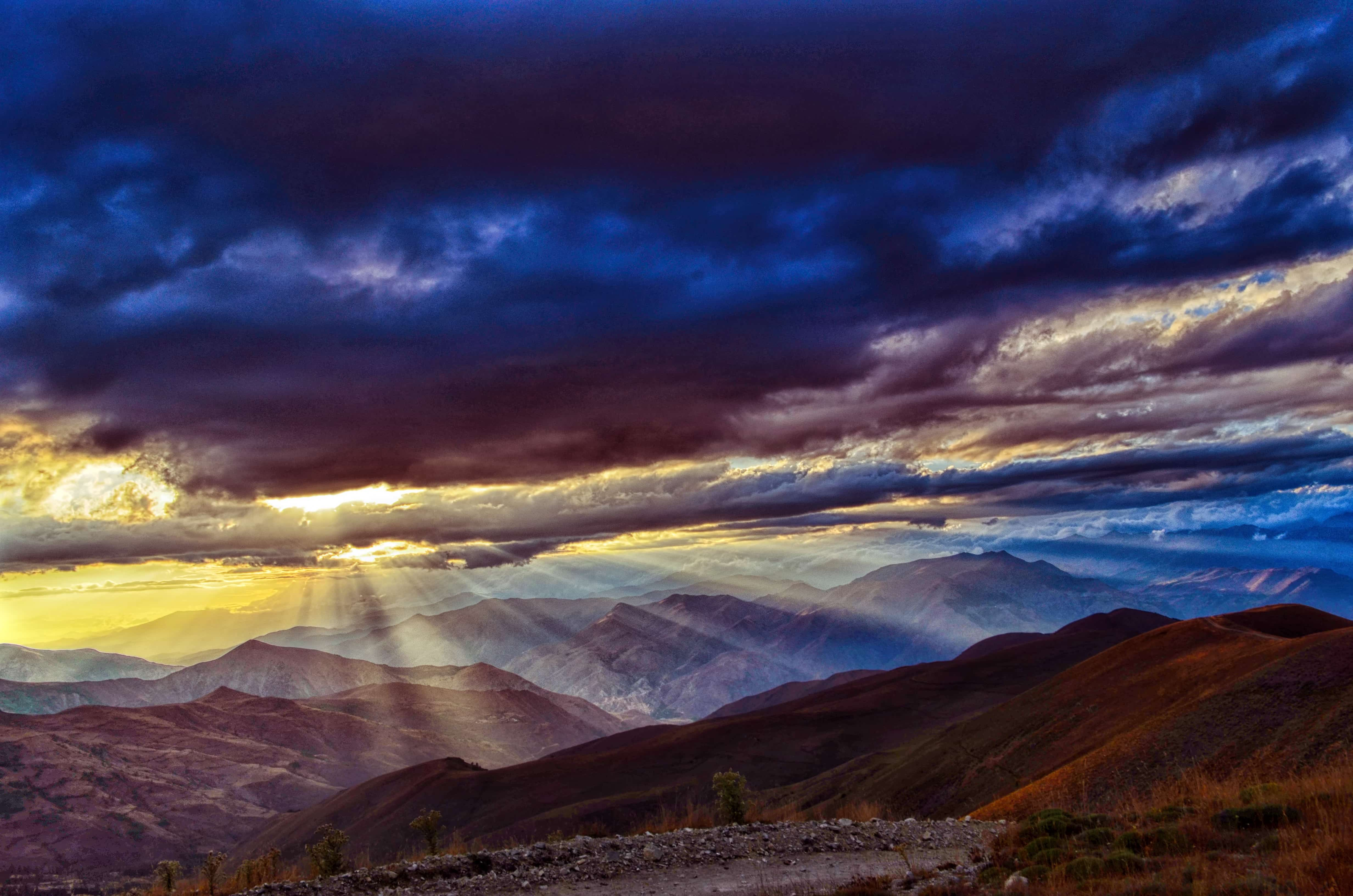 山と雲、そして太陽