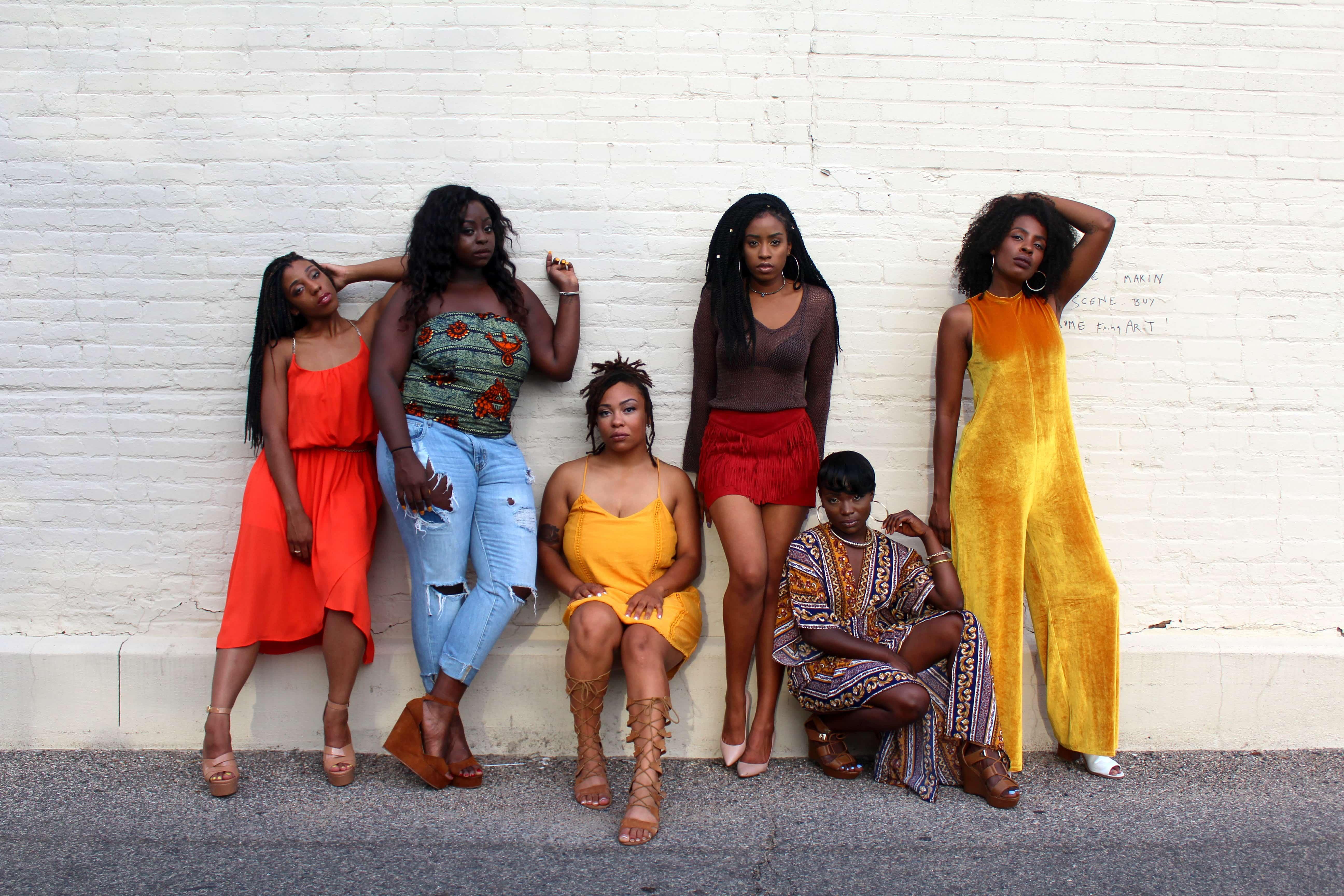 5人のカラフルな女性たち